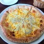 カフェレストラン エピソード - ランチのしらすピザ