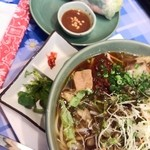 46239246 - □ブン・ボー・フエ 1030円(内税)+Aセット 生春巻 220円(内税)□ ピリ辛スープの麺です。フォーではなかったです。