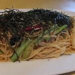 トラットリア パパミラノ - ツナと水菜のペペロンチーネ・グランデ
