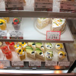フォーシーズンズカフェ - 2010年7月ショーケース 食べ放題品は499円までなので「フルーツミルクレープ」は残念ながら対象外