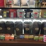 カフェ アキラ - 豆うってる