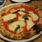 Trattoria&Pizzeria LOGIC 池袋 - ◎マルゲリータ 1,280円 これ美味しい!