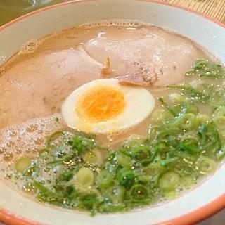 久留米とんこつラーメン 松山分校 - 料理写真:美しいとんこつ塩ラーメン♡