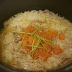 ごはん家 椒房庵 - 生姜と霧島きなこ豚の炊き込み土鍋炊きごはん 中釜 2,400円