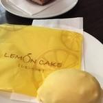 46320247 - 凹凸もつけて大きさも本物のレモンを再現している