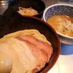 豚骨一燈 - 開店2周年記念・鶏豚濃厚味かさね&千葉のお肉ご飯 880円