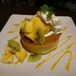 ベビーフェイスプラネッツ - 料理写真:トロピカルパンケーキ ¥680