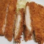 カレー屋ジョニー - ビックリチキンカツは鶏むね肉と思われる