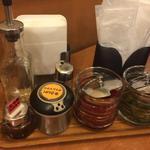 カレー屋パク森 - 卓上の調味料色々