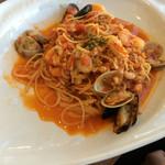ワンサカンサ - ワンサカンサランチ(¥1581+¥200)→地中海風デリカッセン5種盛り合わせ・スープ・メイン料理(魚介のラグーで仕上げたスパゲッティ ペスカトーレ)