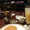 珈琲専門店 パルレ - ドリンク写真:ホットケーキセットとフレッシュジュース
