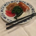 重慶飯店 - 前菜三点盛り。クラゲ美味い(^∇^)