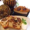 クイーンボアーズ - 料理写真:秋冬限定!リピーター続出の渋皮マロンのパウンドケーキ。県外からのお取り寄せも多い品です。