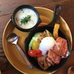 46418336 - 季節野菜のグリルサラダとクリームクラムチャウダー