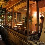 八千代 - 庭園レストラン料庭は縁側をコンセプトにした空間。