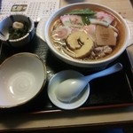 丸晴 - 鍋焼きうどん