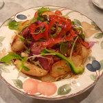 エルナ・アドリアーン - PBサラダ(ジャーマンポテト、ベーコン、生野菜のサラダ)