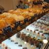 エピ・ド・ルージュ - 料理写真:パン・ケーキの並ぶガラスケース