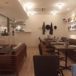 セカンド プレイス カフェ - おしゃれな店内