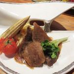 下釜 - 焼きものは、和牛ステーキと焼き野菜。後ろには炙りポテサラ。
