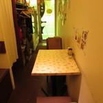 プリモぐりる - 内観:テーブル席