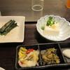 とんかつ浜勝 - 料理写真:香の物以外に小鉢は3つ付いてきました先ずはほうれん草のお浸しと冷奴です。