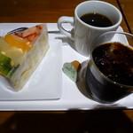 デリカフェキッチン - フルーツケーキ、コーヒーcとh