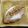 ラパンラパン - 料理写真:青カビチーズ(ゴルゴンゾーラ)とはちみつのカンパーニュ¥260