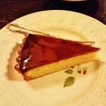 46509682 - 『レモンのタルト』(450円)!!表面をアプリコットジャムでコーティングしたレモンの風味満載のタルトケーキ~♪(^o^)丿