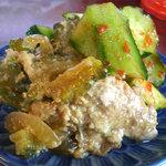 モンペットクワ - 別の日の惣菜。キュウリの浅漬けとキムチ漬けとゴーヤのタマゴ入りチャンプルー。