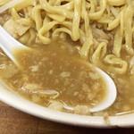 ラーメン二郎 - 前回とは全然違う、「乳化」スープ