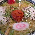 龍上海 - 赤湯からみそラーメン大盛。880円。