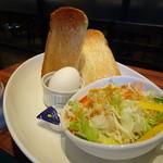 プロント - 無料モーニング(トースト・ゆで卵・サラダ)