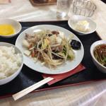 大関 - 料理写真:肉野菜炒めの定食仕立て@780円