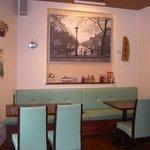 cafeルーム アスリート - 明るい店内はご家族様やお友達同士の語らいの場所としてピッタリです