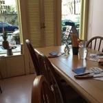 ワールド・ブレックファスト・オールデイ - 雪のせいか僕一人に若い女性2人が朝食を作ってくれました。