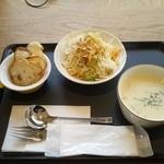 サンタカフェベーカリー グランママ - スープ450円だけのつもりがサラダと適量のバゲット添え