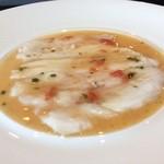 Maison de h-l'E´ridan - 薄切りにして軽く日をいれた鯛、トマトとバジルのアクセントのレギューム