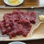 鯨食堂 - 料理写真:刺身はニンニクもありかな。