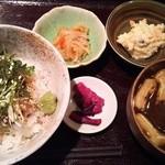 おはしキッチン - 日替りお魚の定食 900円(鯛ごま丼)