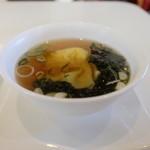 恵泉 - このスープにも点心が入っています・とてもおいしい