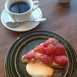 SKEW - 季節のタルト(イチゴ)とコーヒー