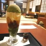 ぎをん 小森 - わらびもちパフェ 黒蜜付き(1550円)