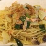 デニーロ - サーモン、分葱、ジャガイモ、 大根、キノコのスパゲッティ(塩味)