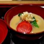 室町 和久傳 - 一月はどこも白味噌仕立てですが、ここは丸餅入りで正月らしく。