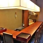 室町 和久傳 - 別室になった個室で9人用のカウンター。見上げると・・・