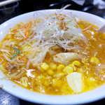 けやき - コーン以外にも野菜たっぷり。バターが溶けて、スープが黄金色に