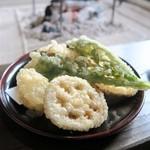 常陸屋 - てんぷら(季節野菜・しめじ)