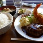 ワウ ワウ キッチン - ハンバーグエビフライ定食