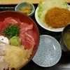 湯浅 - 料理写真:(2015/11月)鮪と真鯛の二色丼と牛肉コロッケ